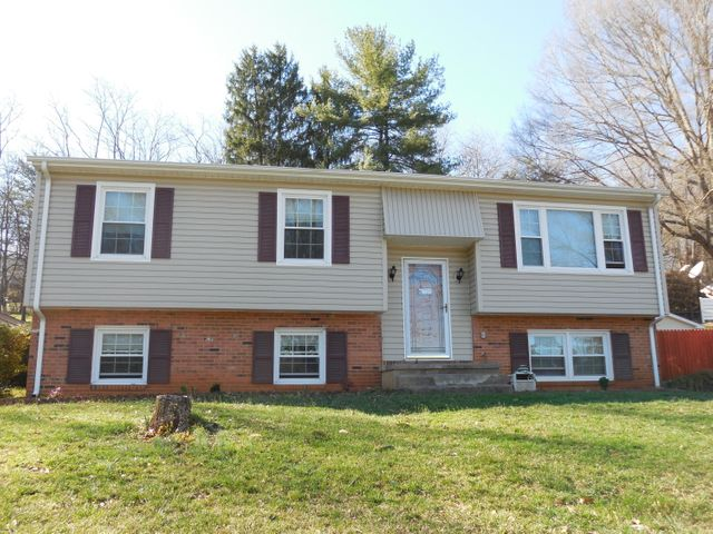 3865 Meadowlark RD, Roanoke, VA 24018