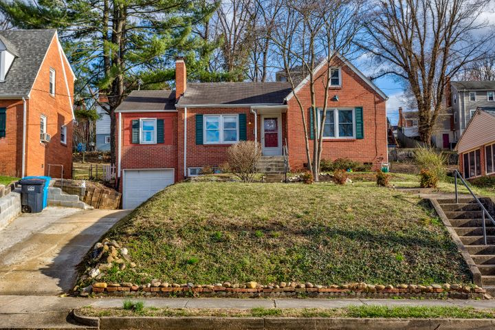 2506 LIVINGSTON AVE SW, Roanoke, VA 24015