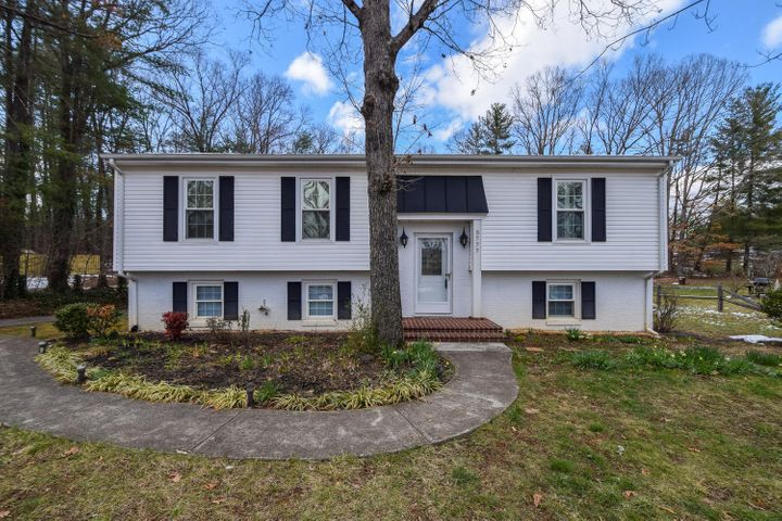 3777 Hummingbird LN, Roanoke, VA 24018