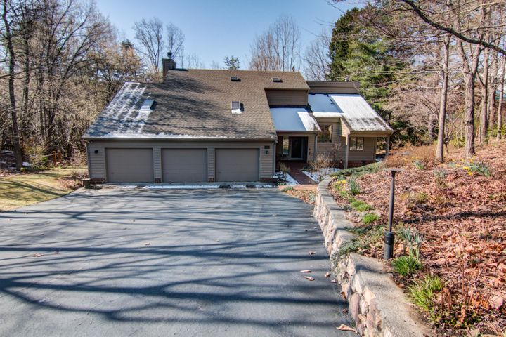 5355 Silver Fox RD, Roanoke, VA 24018