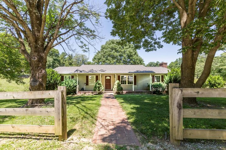 6749 Shingle Ridge RD, Roanoke, VA 24018