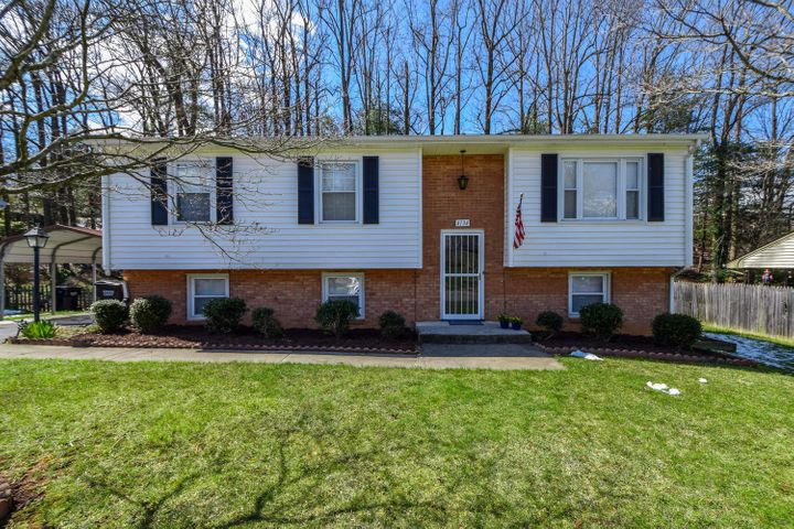 4134 Woodvale DR, Roanoke, VA 24018