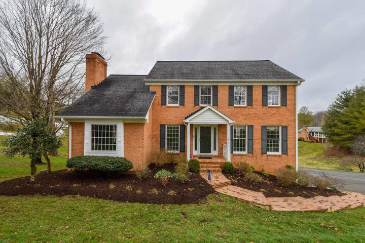 7011 Hollyberry RD, Roanoke, VA 24018