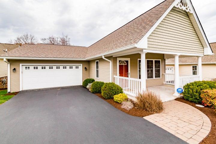 8134 Golden Oak LN, Roanoke, VA 24019
