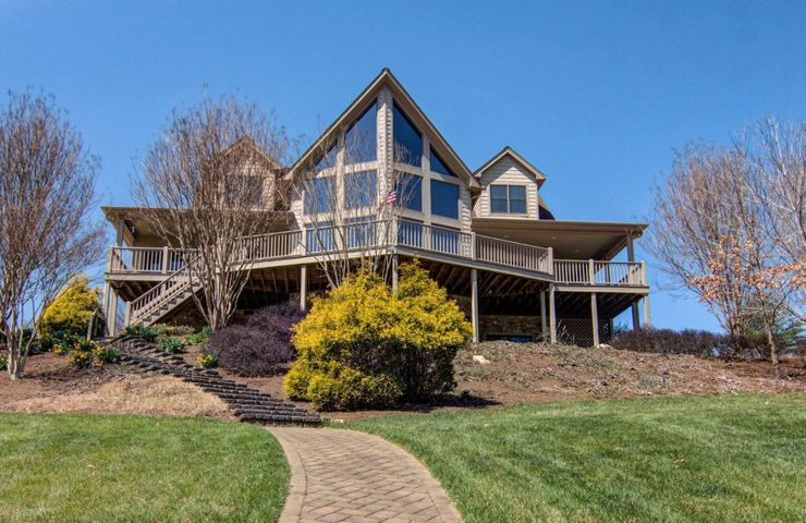 375 Lake View PT, Glade Hill, VA 24092