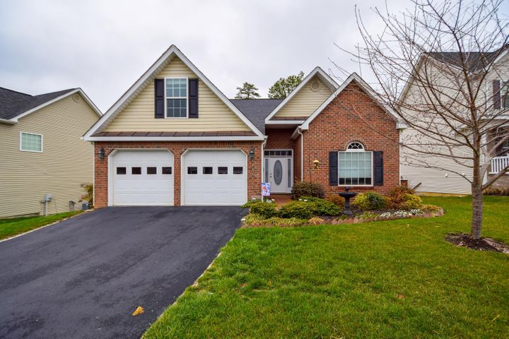 4314 Faircrest LN, Roanoke, VA 24018