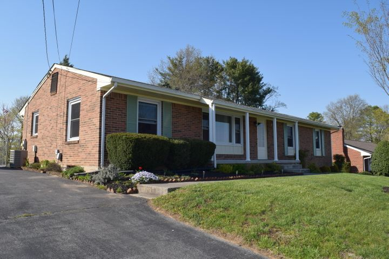 4857 Westhill DR, Roanoke, VA 24018