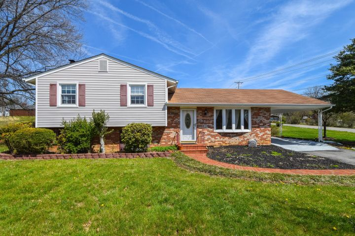 5303 Lakeland DR, Roanoke, VA 24018