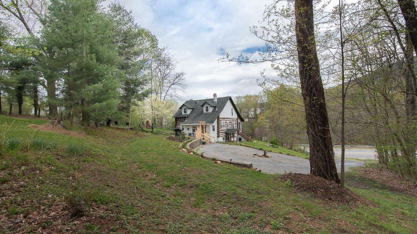 5681 BENT MOUNTAIN RD, Roanoke, VA 24018
