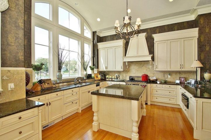 The state-of-the-art appliances, granite countertops and multi cooking and prep areas make for a great experience when preparing meals.