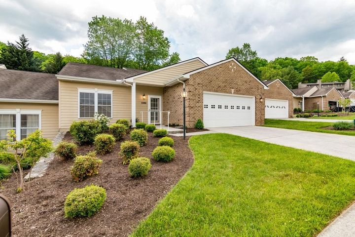 3386 Laurel CIR, Roanoke, VA 24018