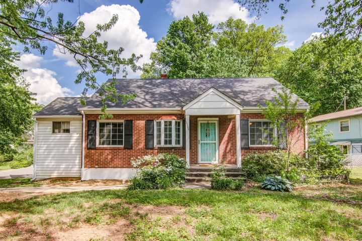 3304 Manassas DR, Roanoke, VA 24018