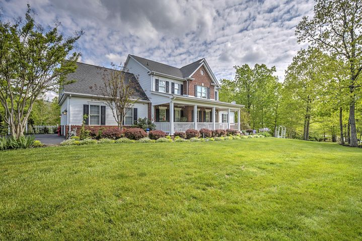 2915 New Ridge RD, Elliston, VA 24087