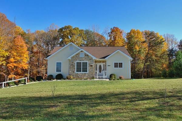 1550 WINDLASS RD, Moneta, VA 24121