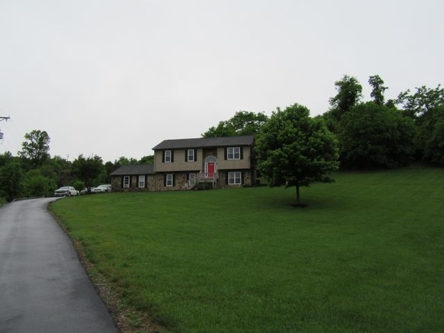 1635 Trinity RD, Troutville, VA 24175