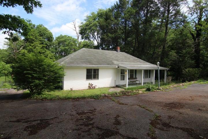 3006 Idlewild BLVD NE, Roanoke, VA 24012