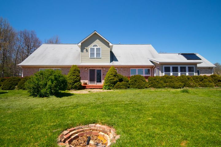 1281 Huckleberry Ridge RD NE, Floyd, VA 24091