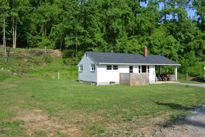 5623 Midway DR, Roanoke, VA 24018