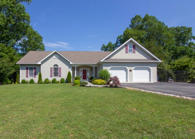 40 Clifton CIR, Wirtz, VA 24184