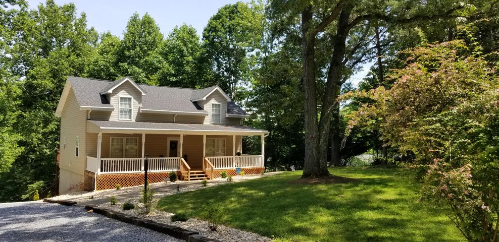 608 Forest Lawn DR, Moneta, VA 24121
