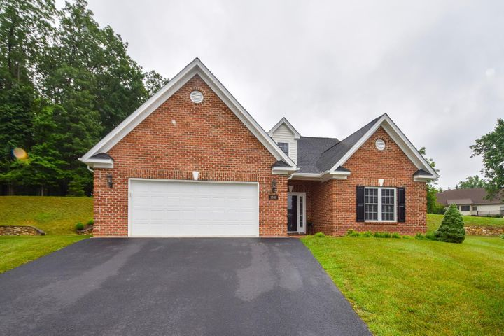 1561 Olde Course LN, Salem, VA 24153