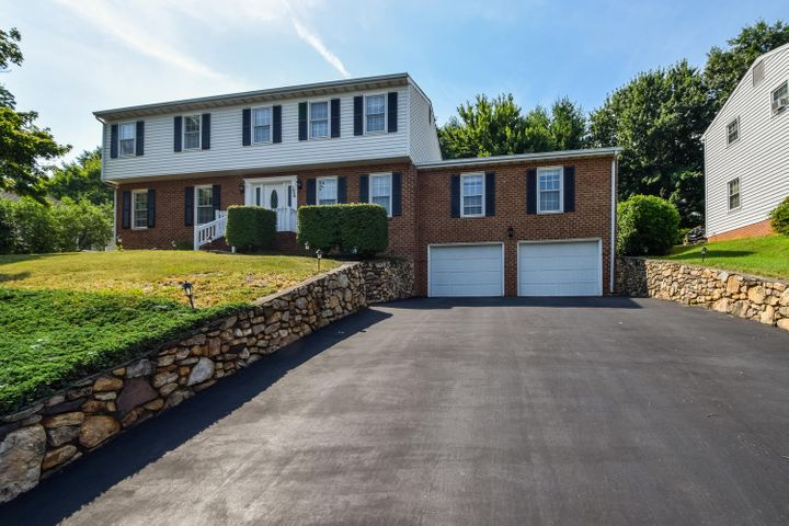 1658 Millbridge RD, Salem, VA 24153
