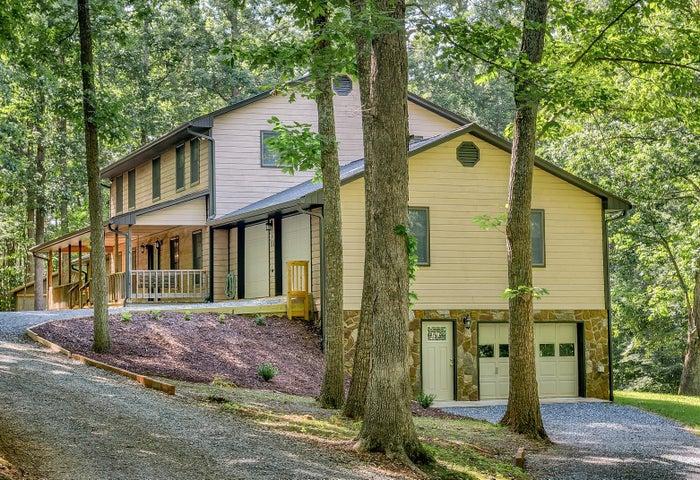 104 Hickory Lake LN, Goodview, VA 24095