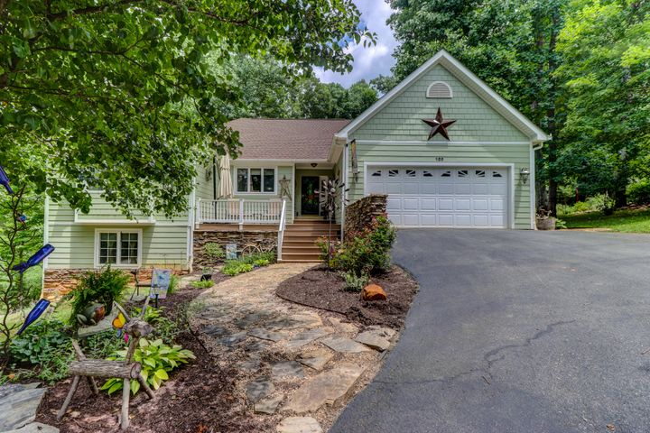 120 Waterside DR, Moneta, VA 24121