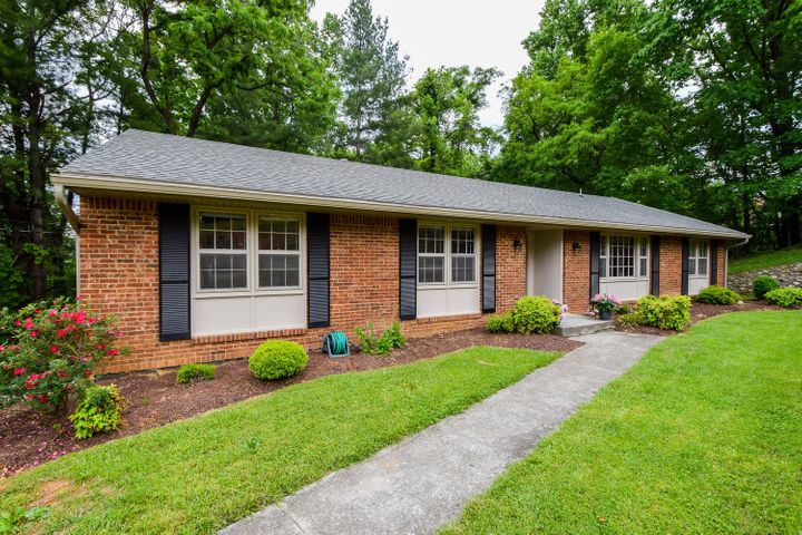 3422 Lakeland DR, Roanoke, VA 24018