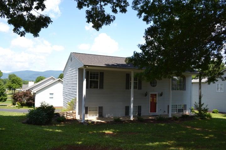 2011 Plum ST, Salem, VA 24153