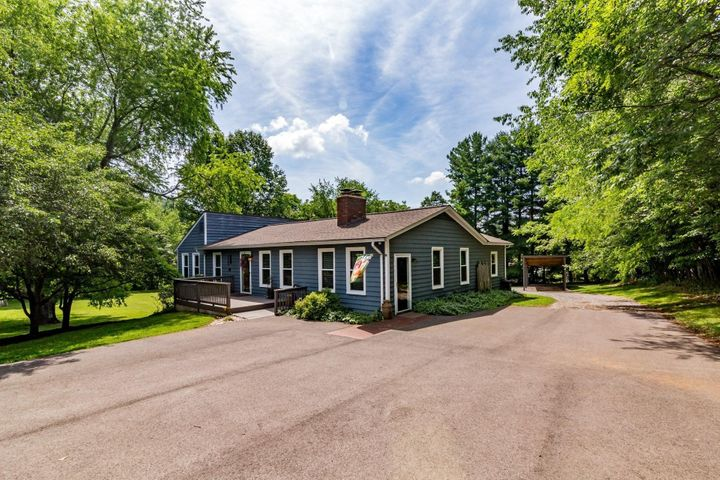 135 WINTER DR, Boones Mill, VA 24065