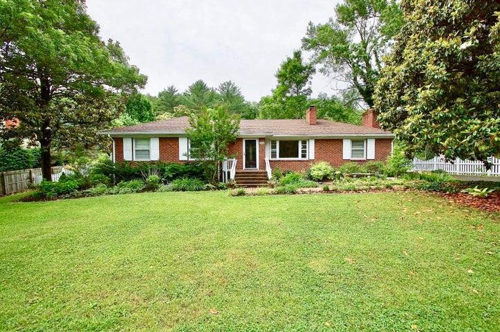 3128 Clearview DR, Roanoke, VA 24018