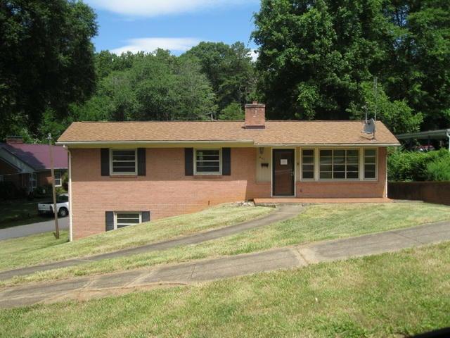 901 JEFFERSON CIR, Martinsville, VA 24112