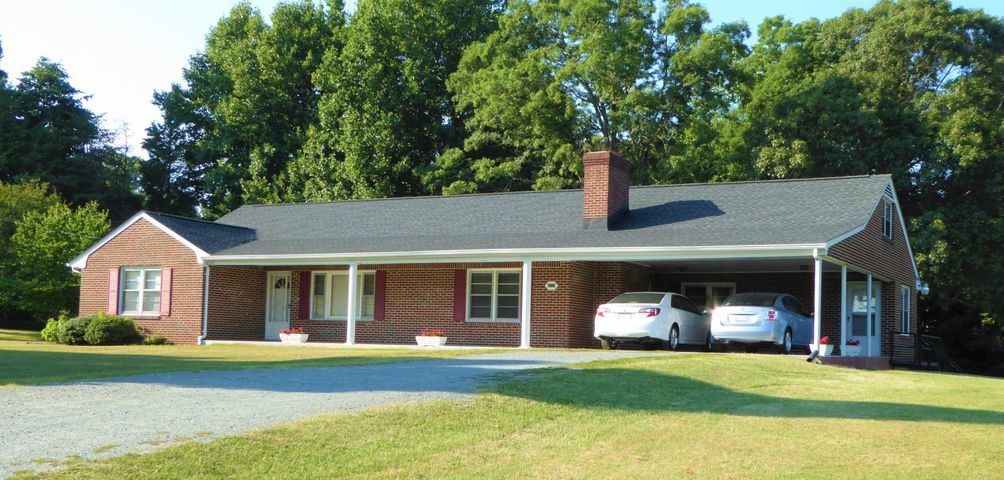 6221 OLD FRANKLIN TPKE, Glade Hill, VA 24092