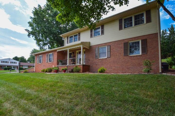 5704 Castle Rock RD, Roanoke, VA 24018