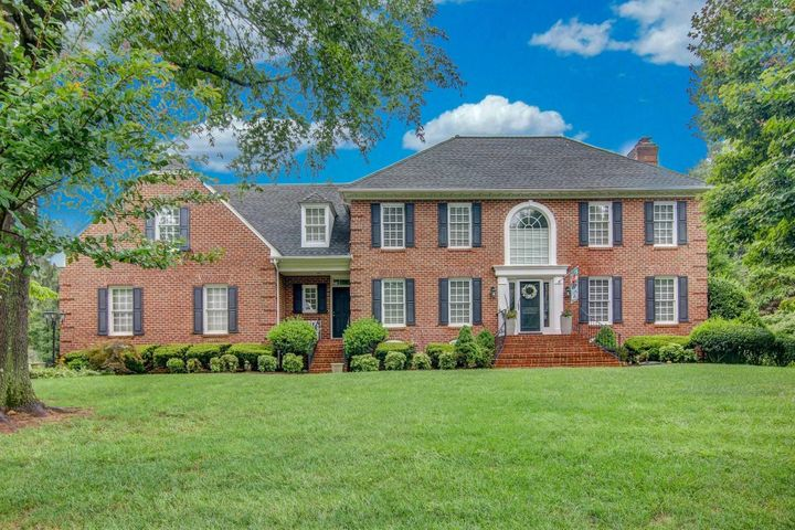5825 Cavalier DR, Roanoke, VA 24018
