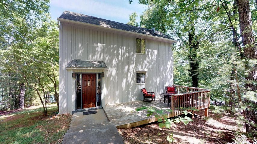 209 Redwood TER, Huddleston, VA 24104