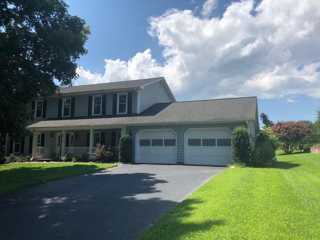 4512 Farmwood DR, Roanoke, VA 24018