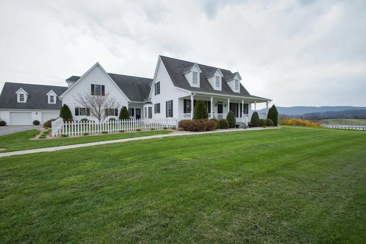 GORGEOUS CUSTOM HOME ON 6.4 ACRES. AMAZING VIEWS!