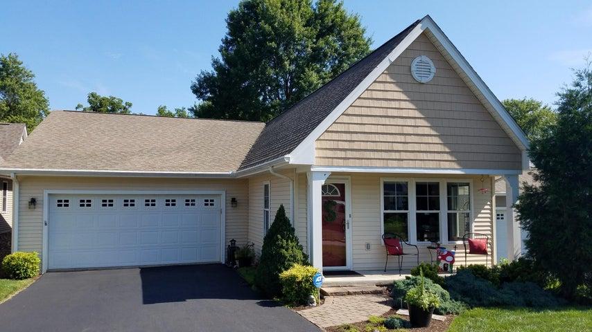 8136 Golden Oak LN, Roanoke, VA 24019