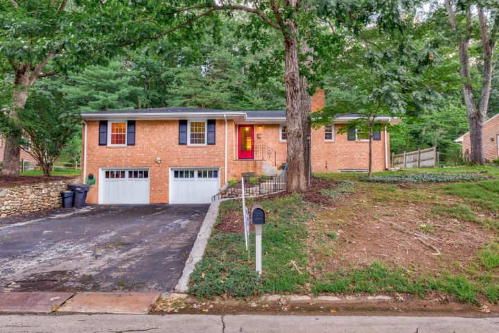 2923 Woodthrush DR, Roanoke, VA 24018