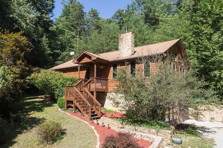 425 Creekview DR, Boones Mill, VA 24065