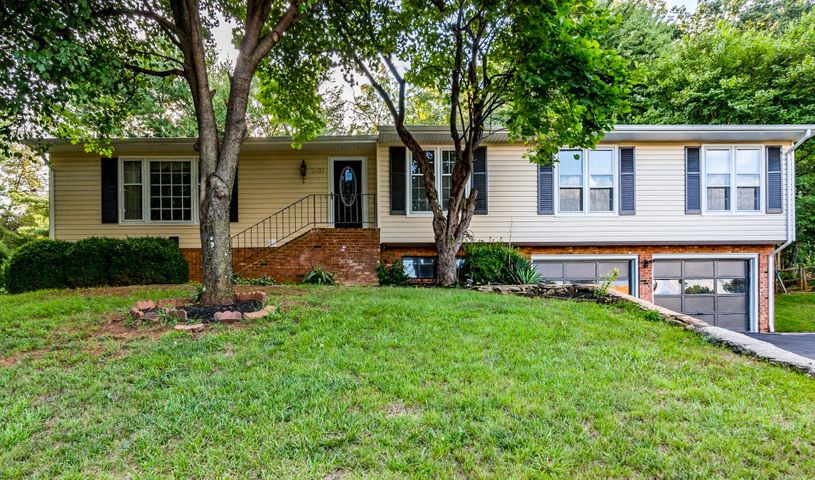 2632 Bobwhite DR, Roanoke, VA 24018