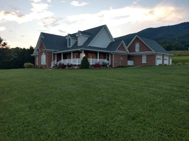 218 Cahas LN, Boones Mill, VA 24065