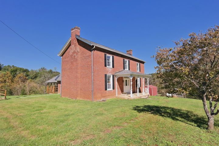 830 Old Sessler Mill RD, Troutville, VA 24175