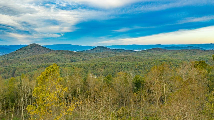 Incredible mountain building site with 30 mile views of Smith Mountain Lake & Weaver Knob.
