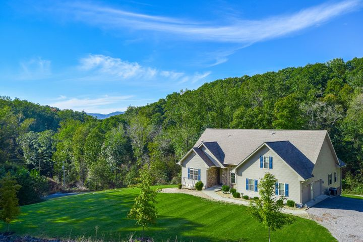 213 West RD, Blue Ridge, VA 24064