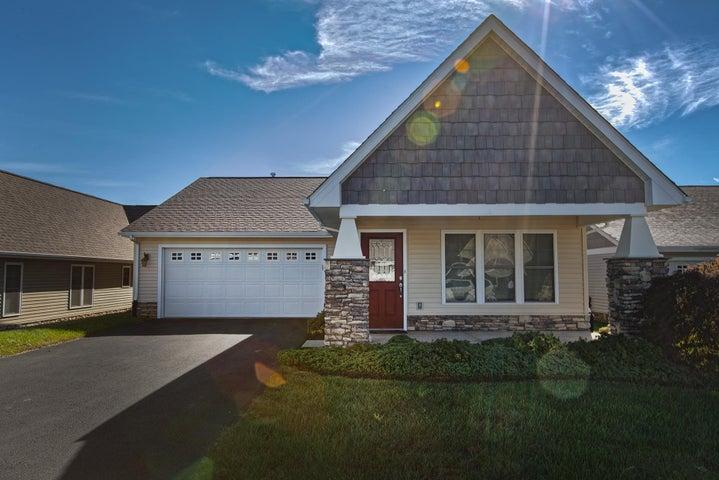 8113 Golden Oak LN, Roanoke, VA 24019