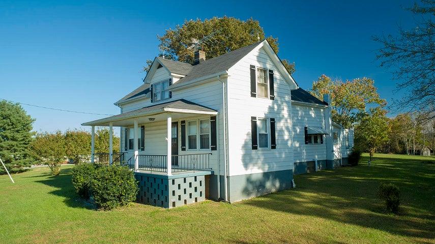12812 Smith Mountain Lake PKWY, Huddleston, VA 24104