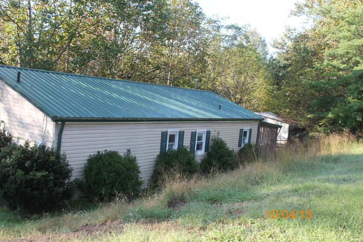 1576 Pineview DR, Vinton, VA 24179